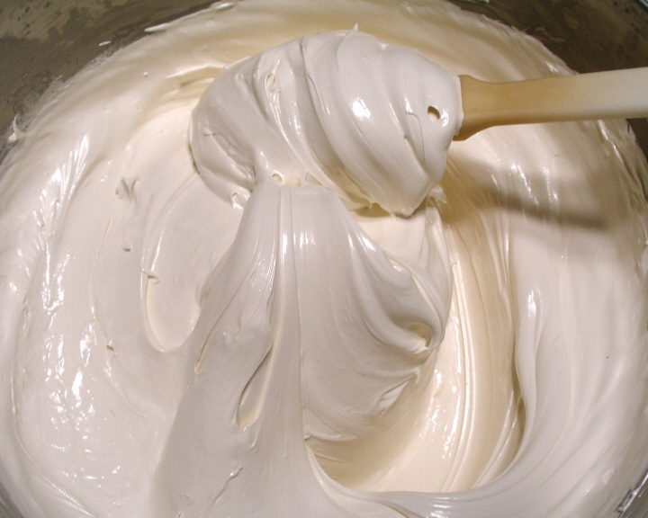 Homemade Marshmallow Fluff | mommahill